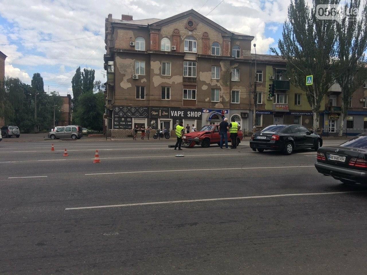 """""""Skoda"""" и """"Renault"""" не поделили дорогу в Кривом Роге, - ФОТО , фото-7"""