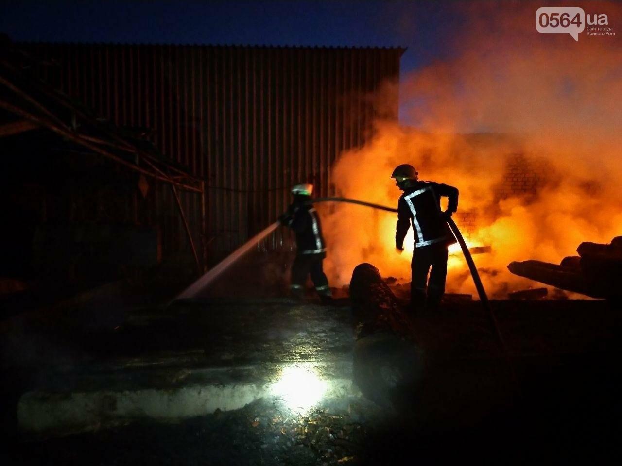 На деревообрабатывающем предприятии Кривого Рога огонь уничтожил несколько сотен квадратных метров бруса, - ФОТО, ВИДЕО, фото-1