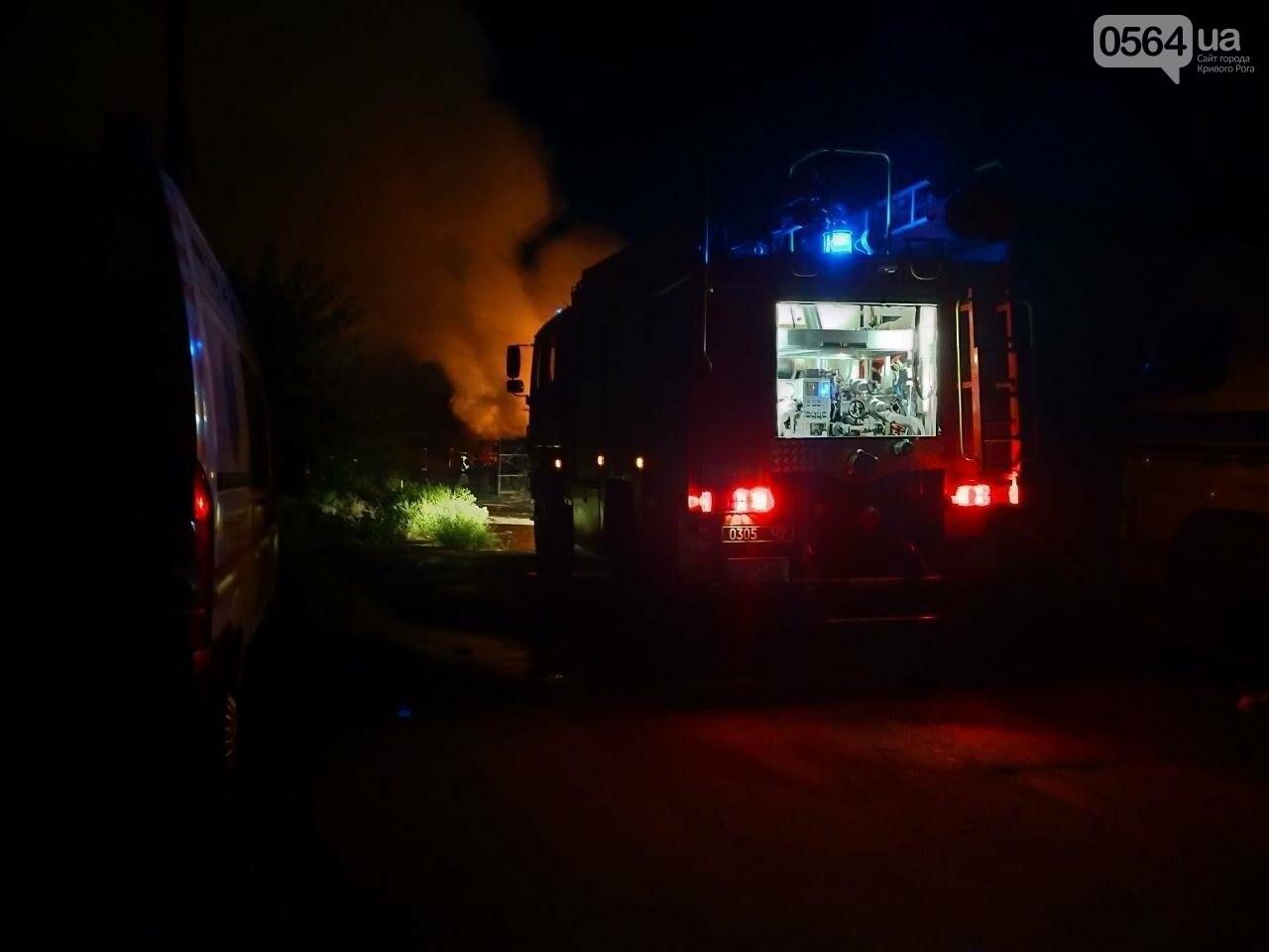 На деревообрабатывающем предприятии Кривого Рога огонь уничтожил несколько сотен квадратных метров бруса, - ФОТО, ВИДЕО, фото-6