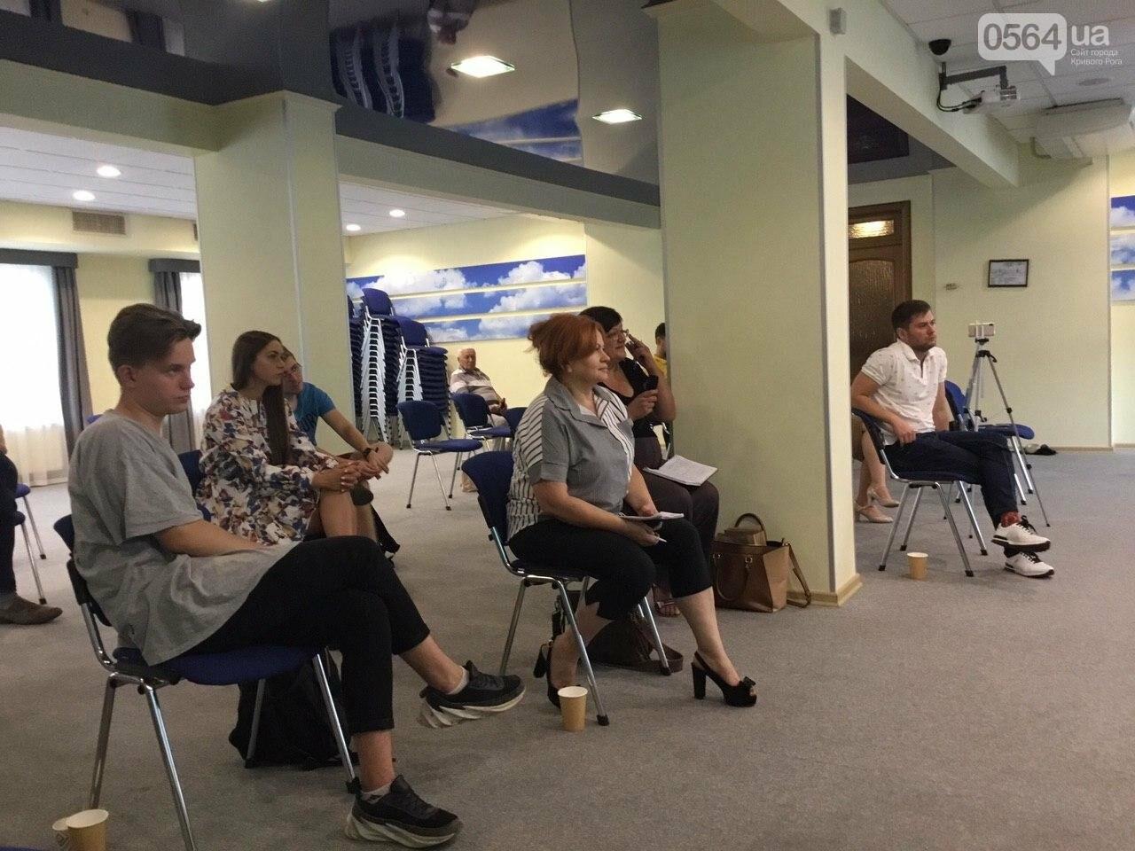 Криворожане обсудили с известным экспертом вопросы децентрализации и избирательных новшеств, - ФОТО, ВИДЕО, фото-10