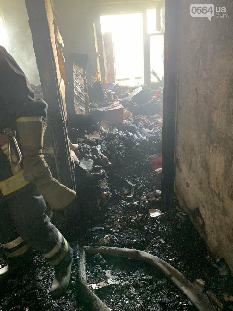 Во время пожара в криворожской многоэтажке спасли двоих людей, - ФОТО , фото-8