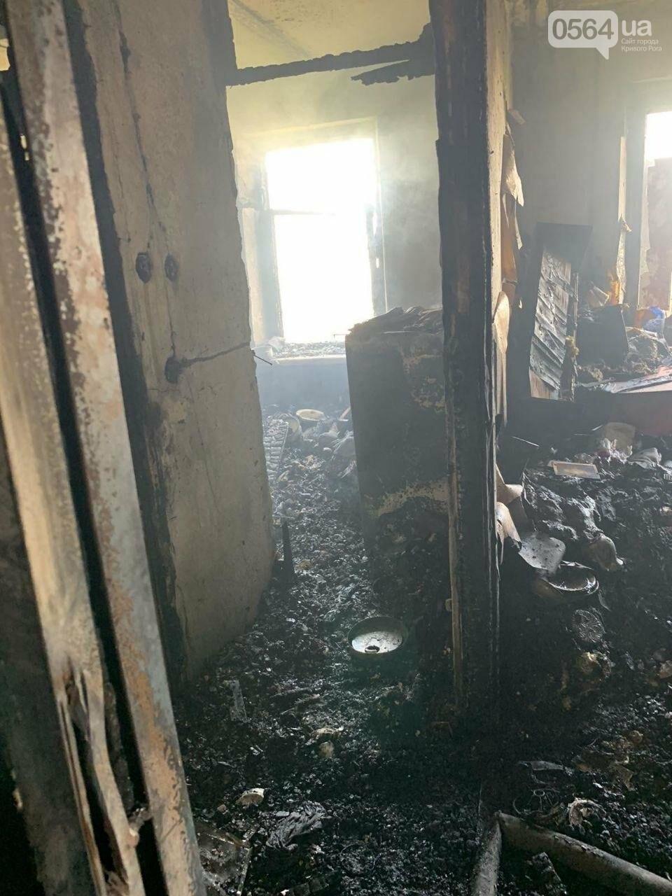 Во время пожара в криворожской многоэтажке спасли двоих людей, - ФОТО , фото-9