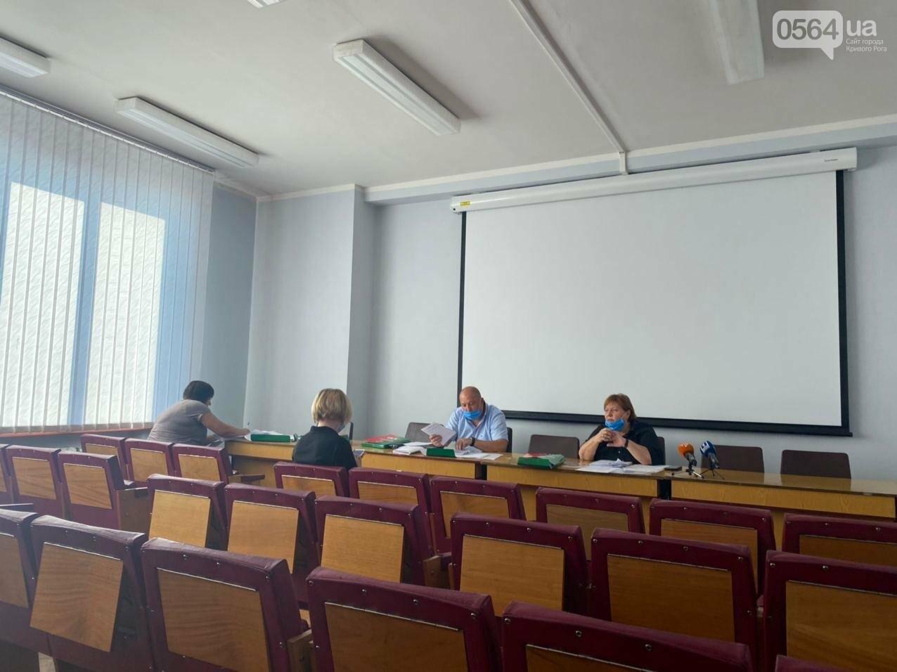 В Кривом Роге открылась сессия горсовета. Некоторые комиссии не смогли провести заседания, - ФОТО, фото-5