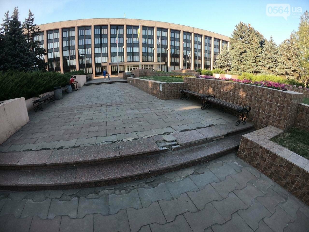 В Кривом Роге включили фонтан перед мэрией, - ФОТО, ВИДЕО , фото-24