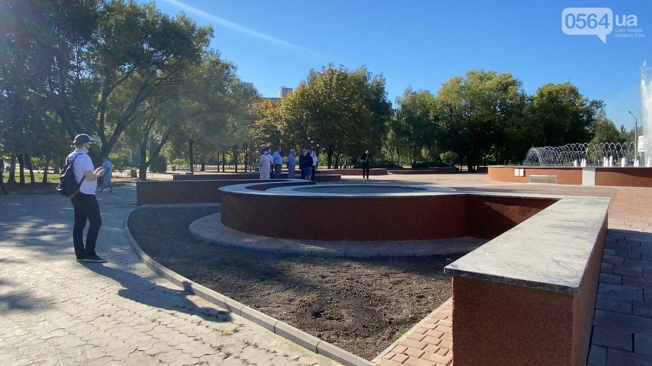 В Кривом Роге включили фонтан перед мэрией, - ФОТО, ВИДЕО , фото-7