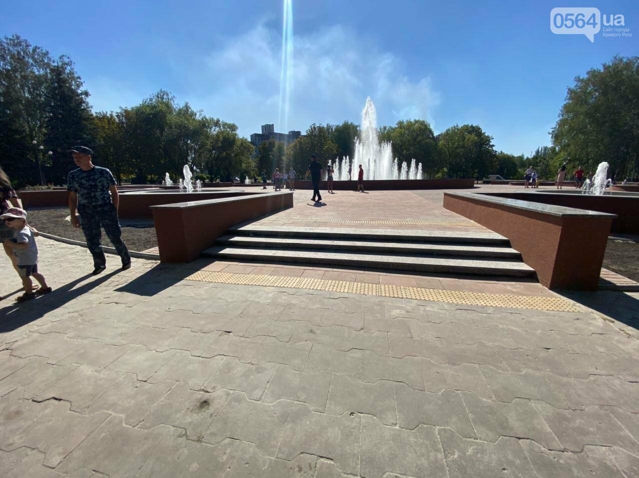 В Кривом Роге включили фонтан перед мэрией, - ФОТО, ВИДЕО , фото-30