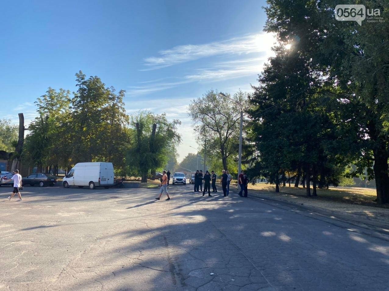 """Возле стадиона """"Металлург"""" в Кривом Роге ожидают президента. Огромный участок подготовили под парковку автомобилей, - ФОТО, ВИДЕО, ОБНОВЛЕНО, фото-8"""