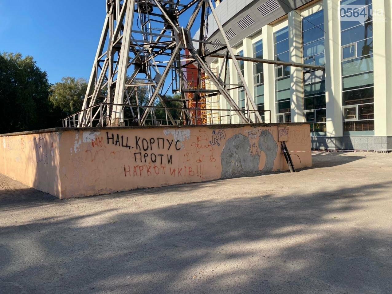 """Возле стадиона """"Металлург"""" в Кривом Роге ожидают президента. Огромный участок подготовили под парковку автомобилей, - ФОТО, ВИДЕО, ОБНОВЛЕНО, фото-10"""