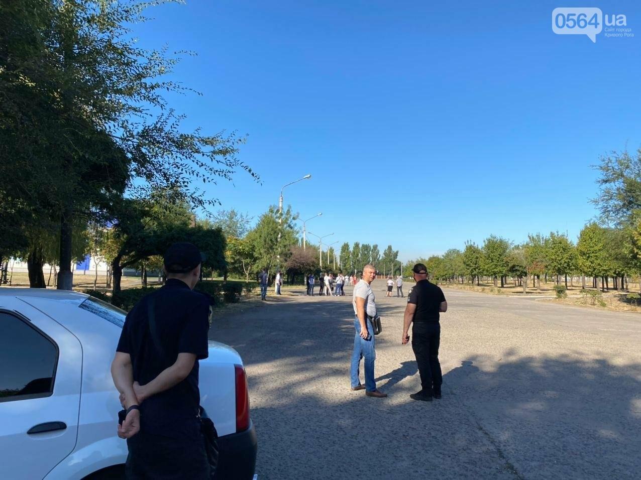 """Возле стадиона """"Металлург"""" в Кривом Роге ожидают президента. Огромный участок подготовили под парковку автомобилей, - ФОТО, ВИДЕО, ОБНОВЛЕНО, фото-17"""