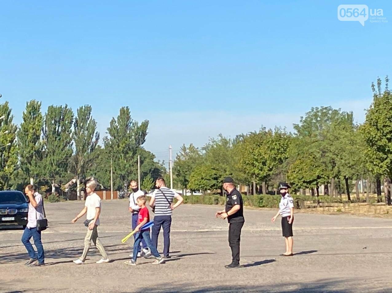 """Не узнали! Наредпов от """"Слуги народа"""" в Кривом Роге не хотели пускать к объекту, который посетит Зеленский - ФОТО, фото-3"""