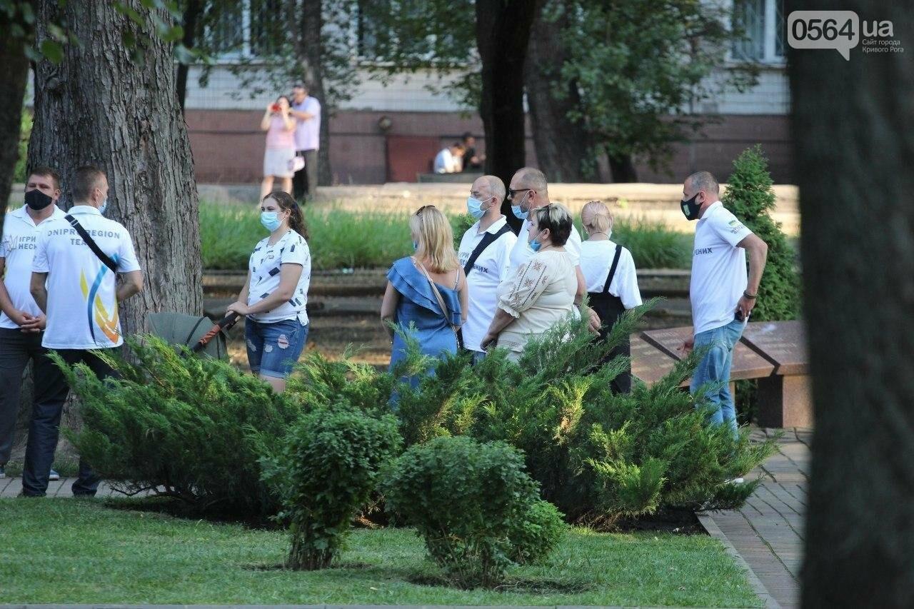 Президент в Кривом Роге возложил цветы к памятнику бойцам, погибшим в зоне АТО/ООС, - ФОТО , фото-7