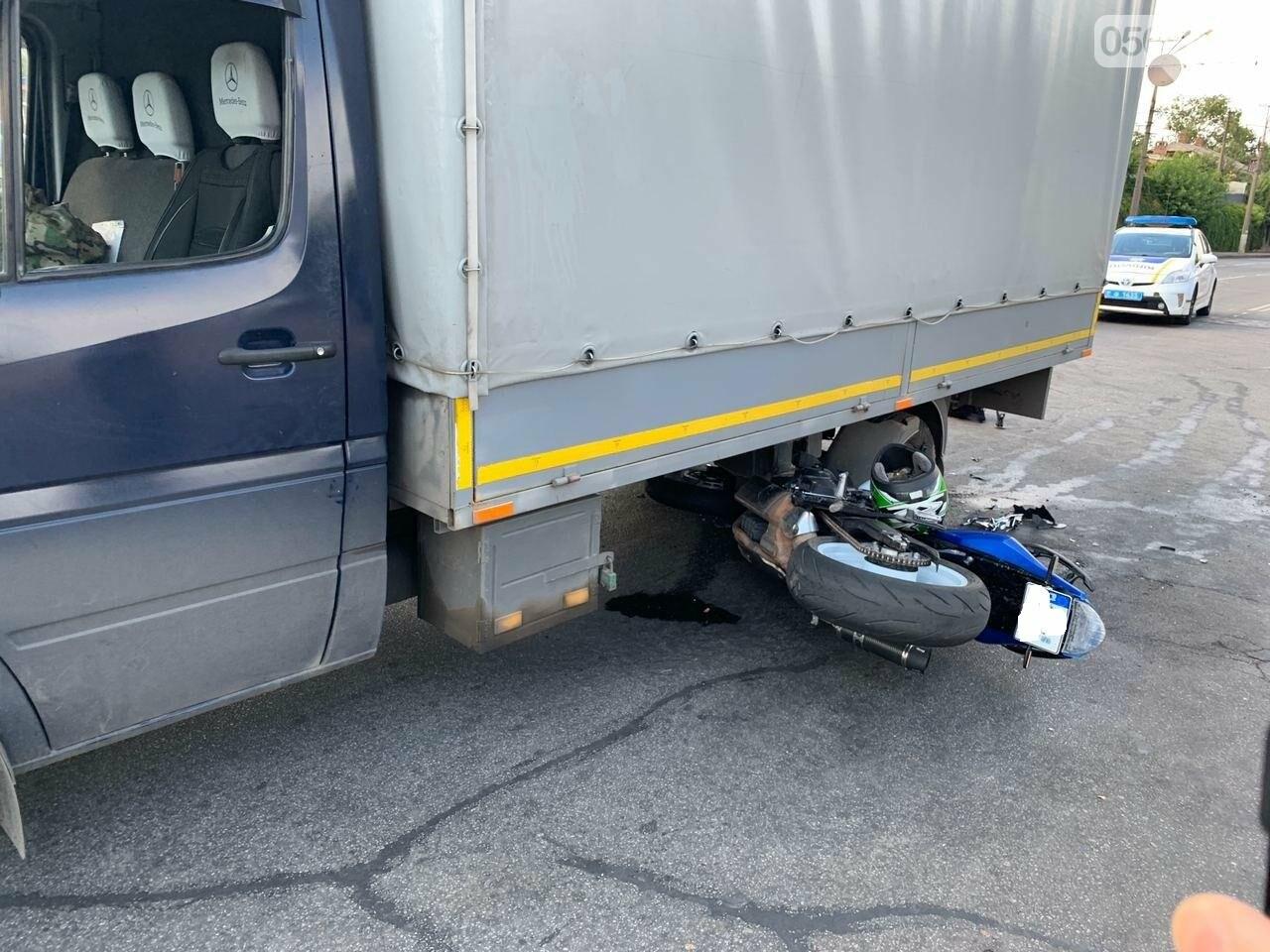 ДТП в Кривом Роге: мотоцикл попал под грузовик, - ФОТО , фото-2