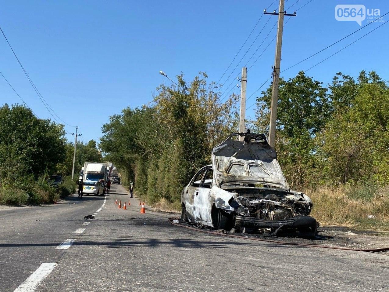 В Кривом Роге в результате лобового столкновения с маршруткой сгорел Lanos. Есть пострадавшие, - ФОТО , фото-4