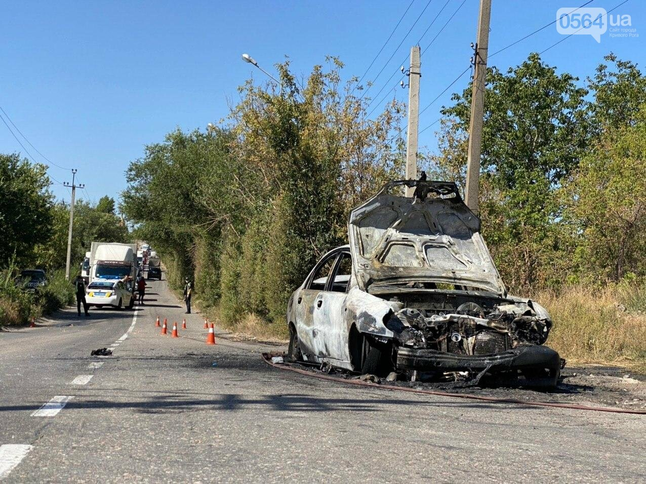 В Кривом Роге в результате лобового столкновения с маршруткой сгорел Lanos. Есть пострадавшие, - ФОТО , фото-3
