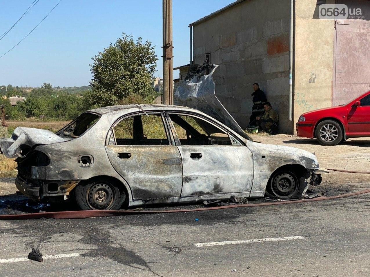 В Кривом Роге в результате лобового столкновения с маршруткой сгорел Lanos. Есть пострадавшие, - ФОТО , фото-1