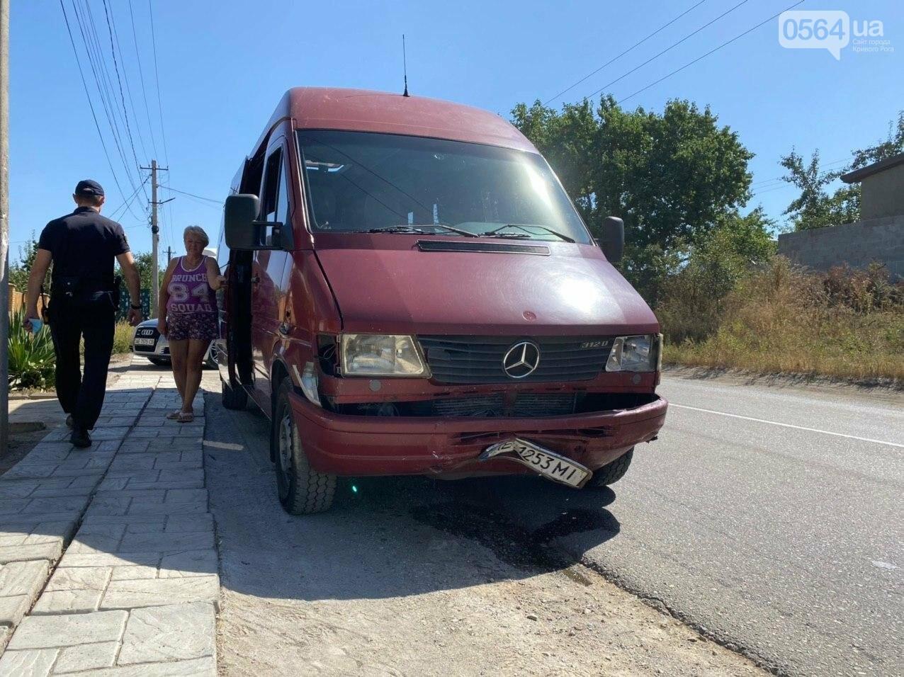 В Кривом Роге в результате лобового столкновения с маршруткой сгорел Lanos. Есть пострадавшие, - ФОТО , фото-7