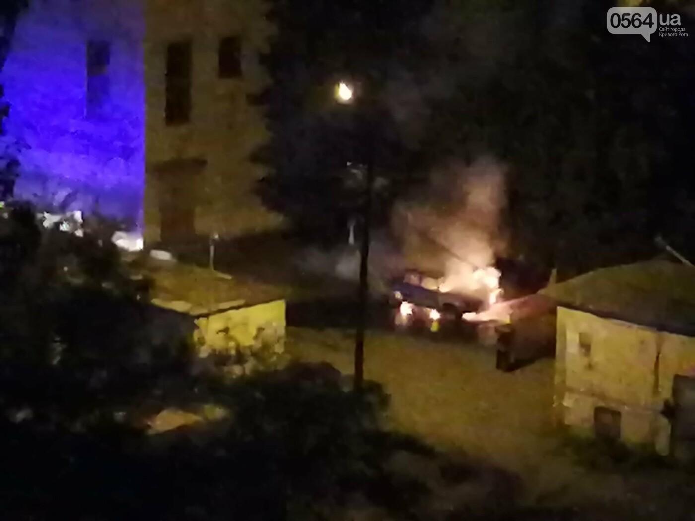 Ночью в Кривом Роге сгорел автомобиль, припаркованный во дворе, - ФОТО , фото-6