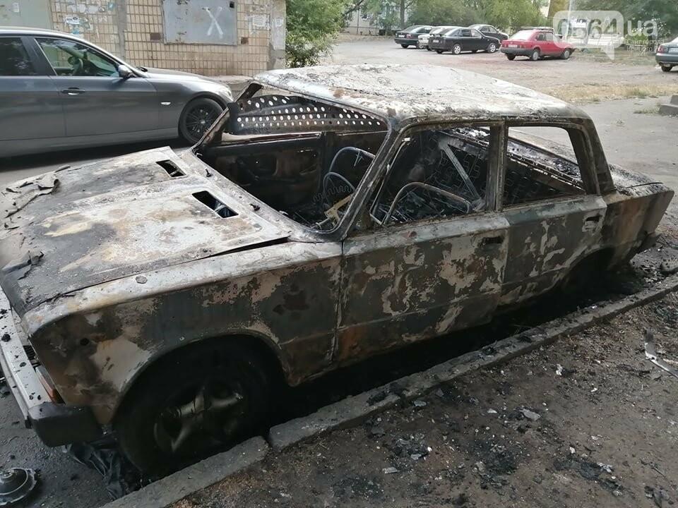 Ночью в Кривом Роге сгорел автомобиль, припаркованный во дворе, - ФОТО , фото-8