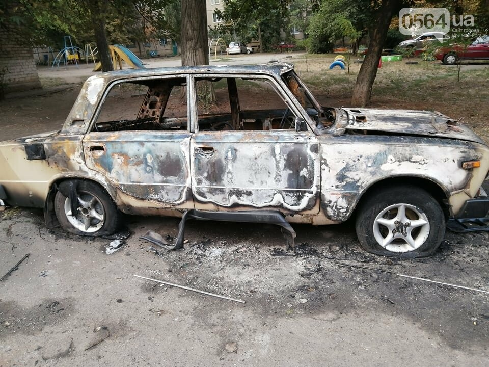 Ночью в Кривом Роге сгорел автомобиль, припаркованный во дворе, - ФОТО , фото-9