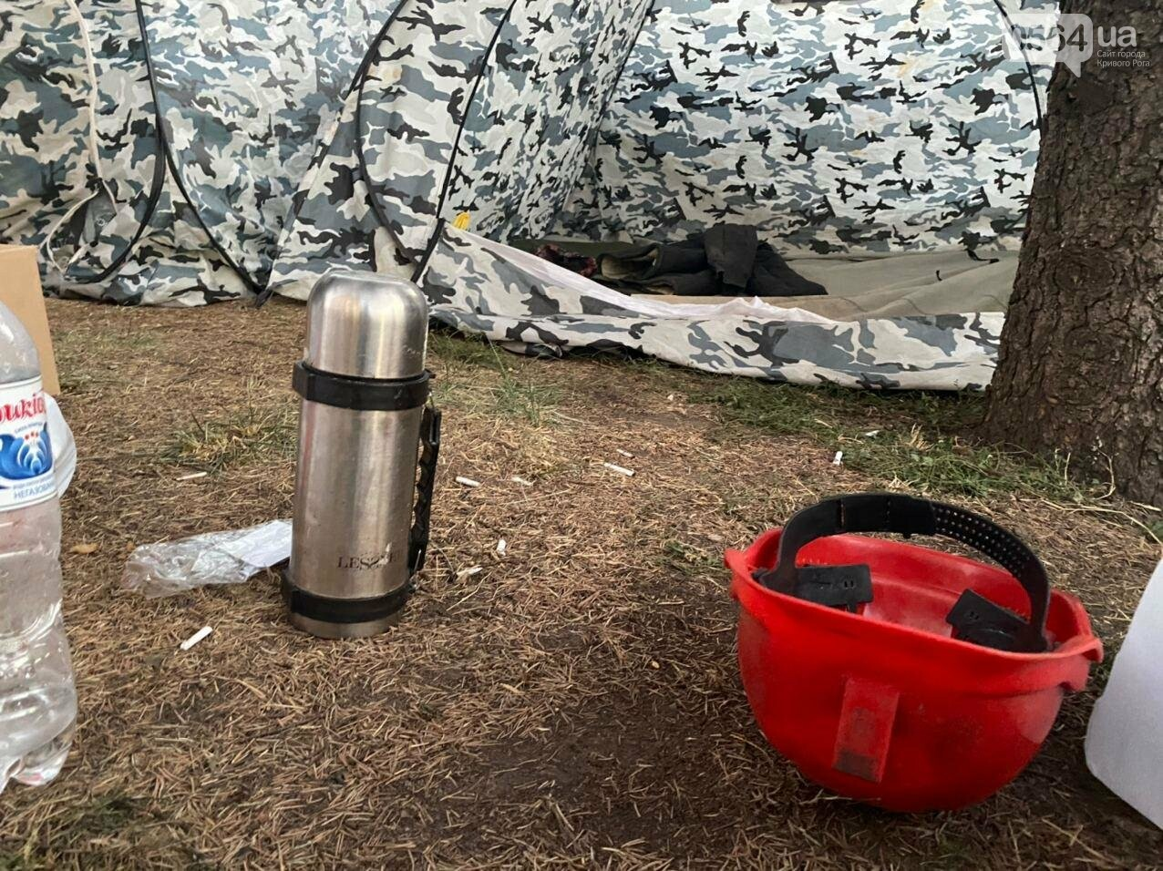 В поддержку горняков, которые бастуют под землей, криворожане разбили палаточный городок под админзданием КЖРК, - ФОТО, ВИДЕО , фото-12