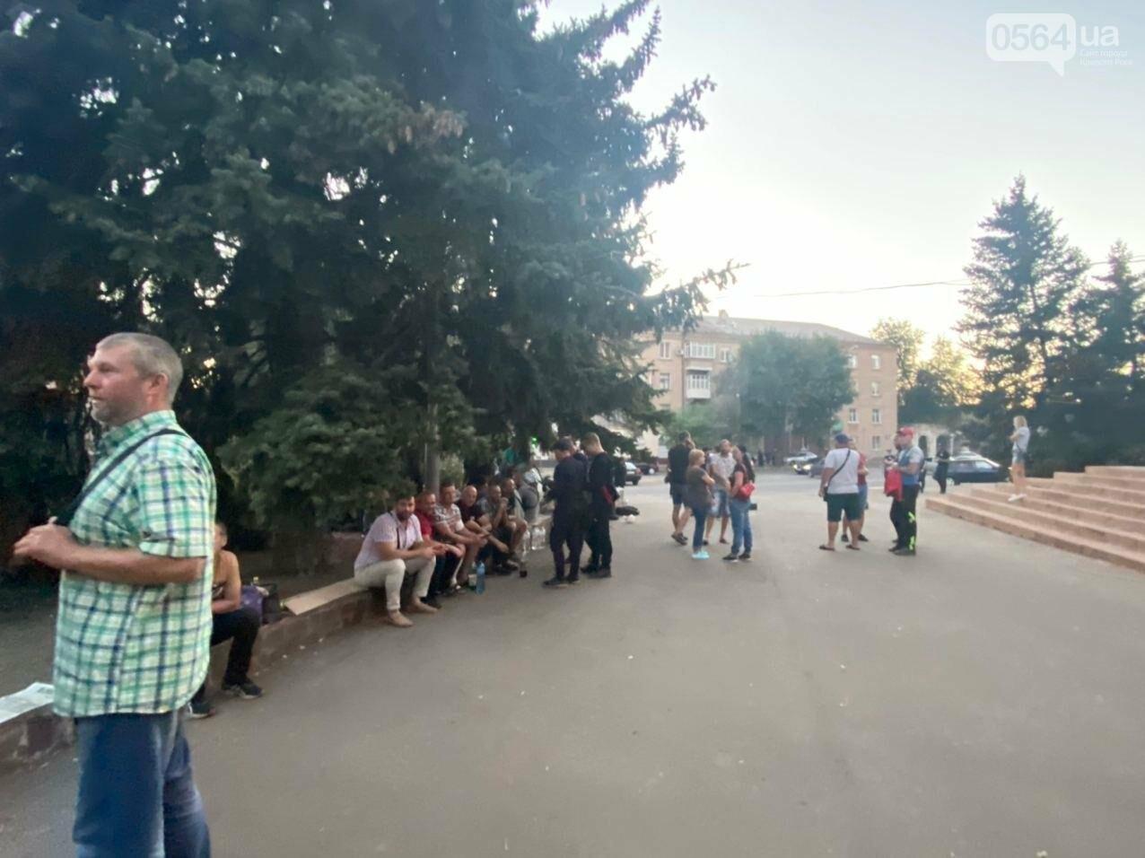 В поддержку горняков, которые бастуют под землей, криворожане разбили палаточный городок под админзданием КЖРК, - ФОТО, ВИДЕО , фото-6