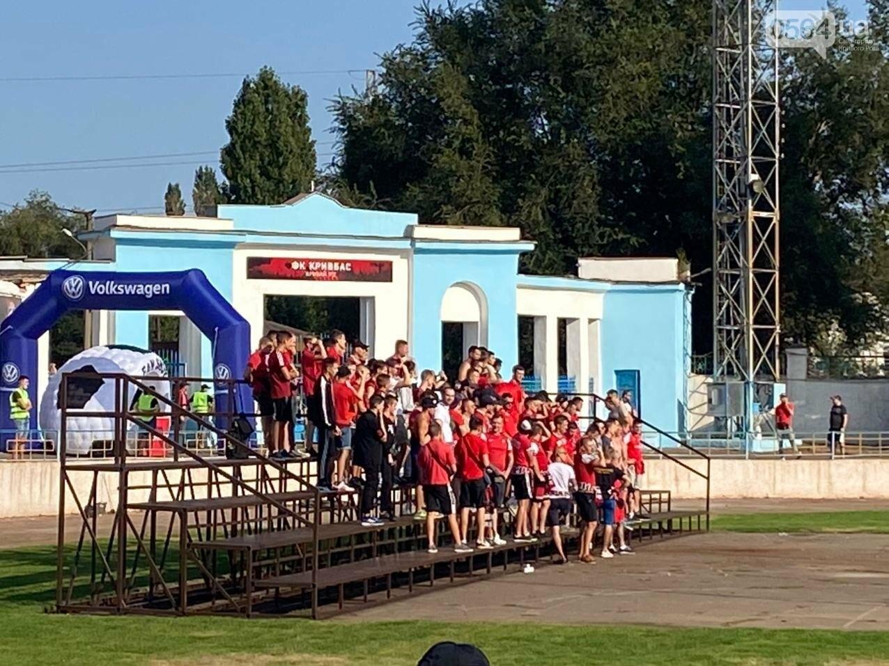 В Кривом Роге начался матч между ФК «Кривбасс» и ФК «Таврия»,  - ФОТО, ВИДЕО, фото-1