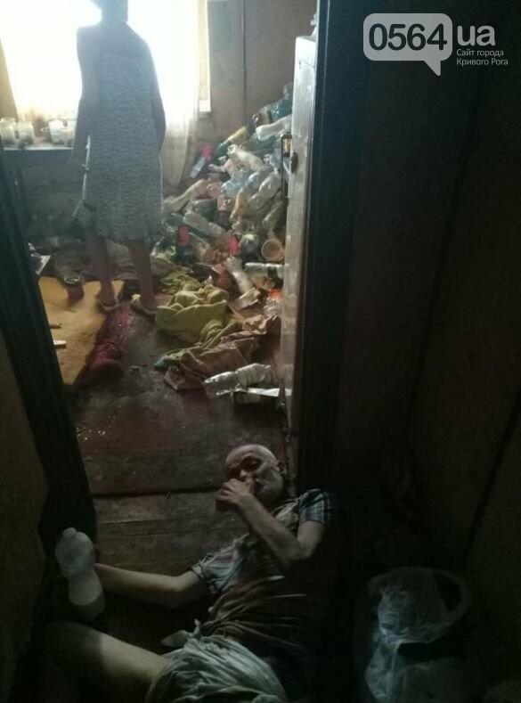 Одиноким криворожским пенсионером, который после инсульта 4 дня лежал парализованный на полу, занялись соцслужбы, фото-1