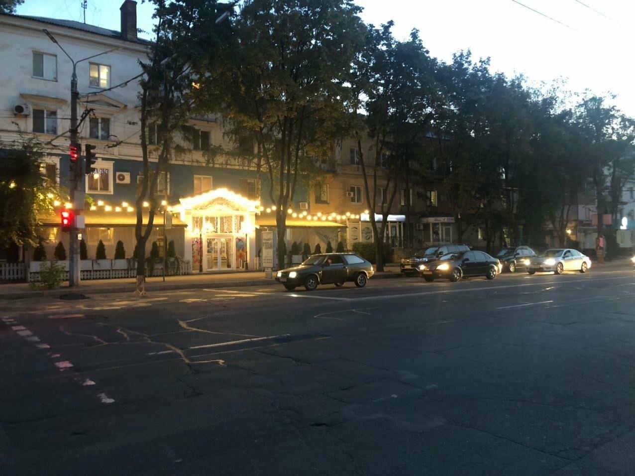 В центре Кривого Рога на дороге провалился асфальт, - ФОТО , фото-17