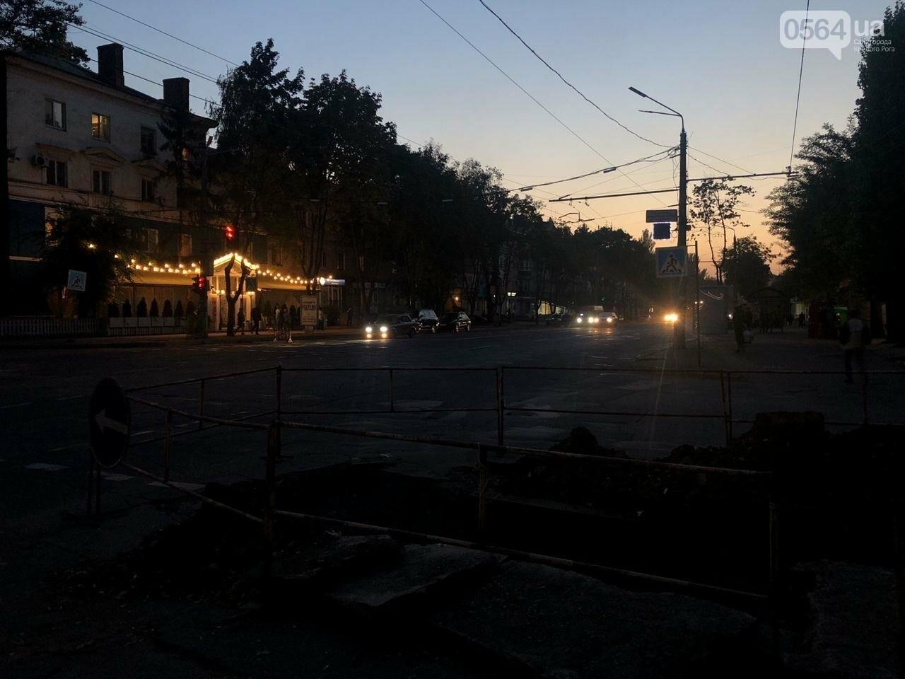 В центре Кривого Рога на дороге провалился асфальт, - ФОТО , фото-15