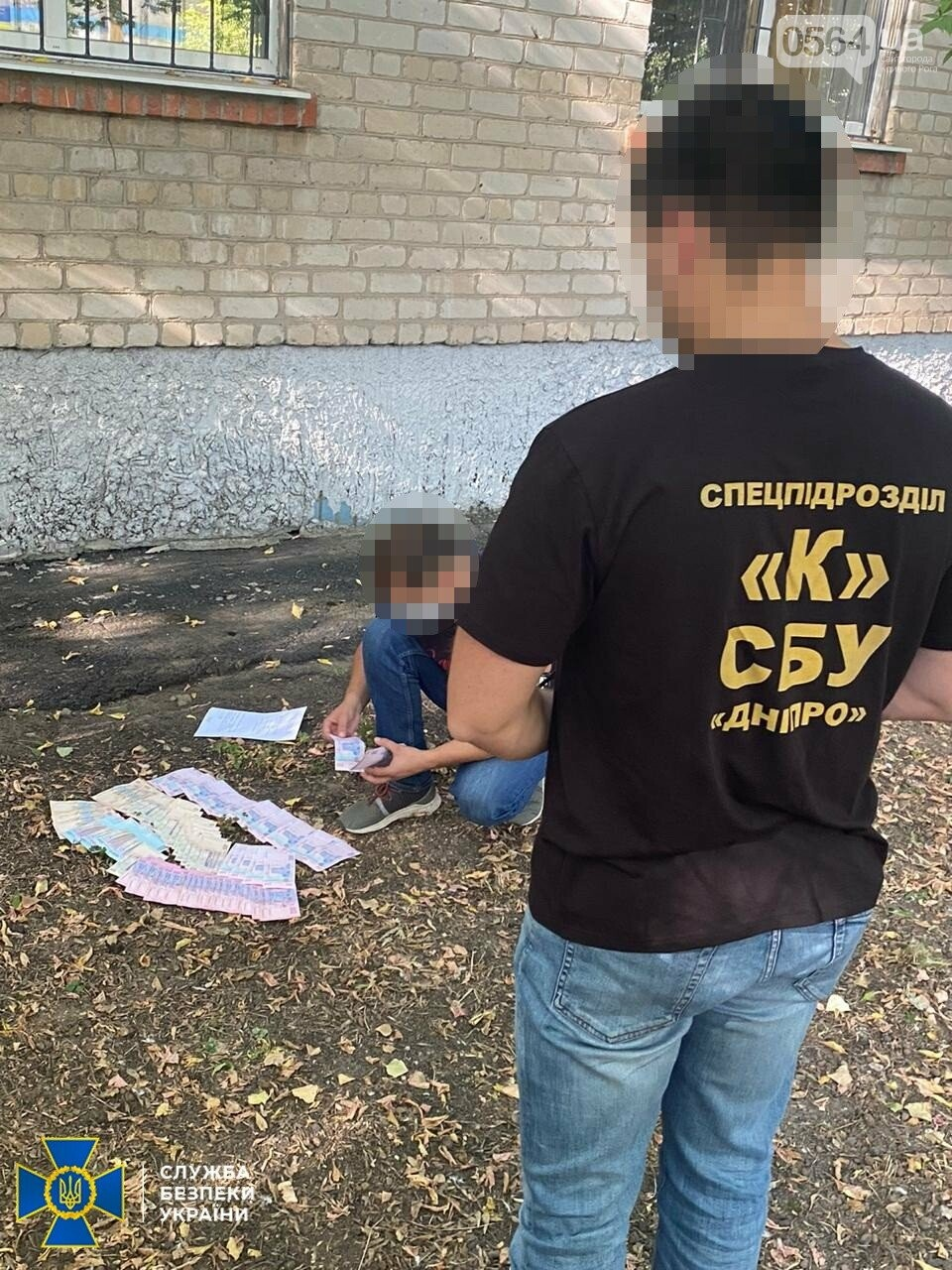 На Днепропетровщине прокурора хотели задержать на взятке, а он выбросил деньги в окно, - ФОТО, ВИДЕО, фото-3