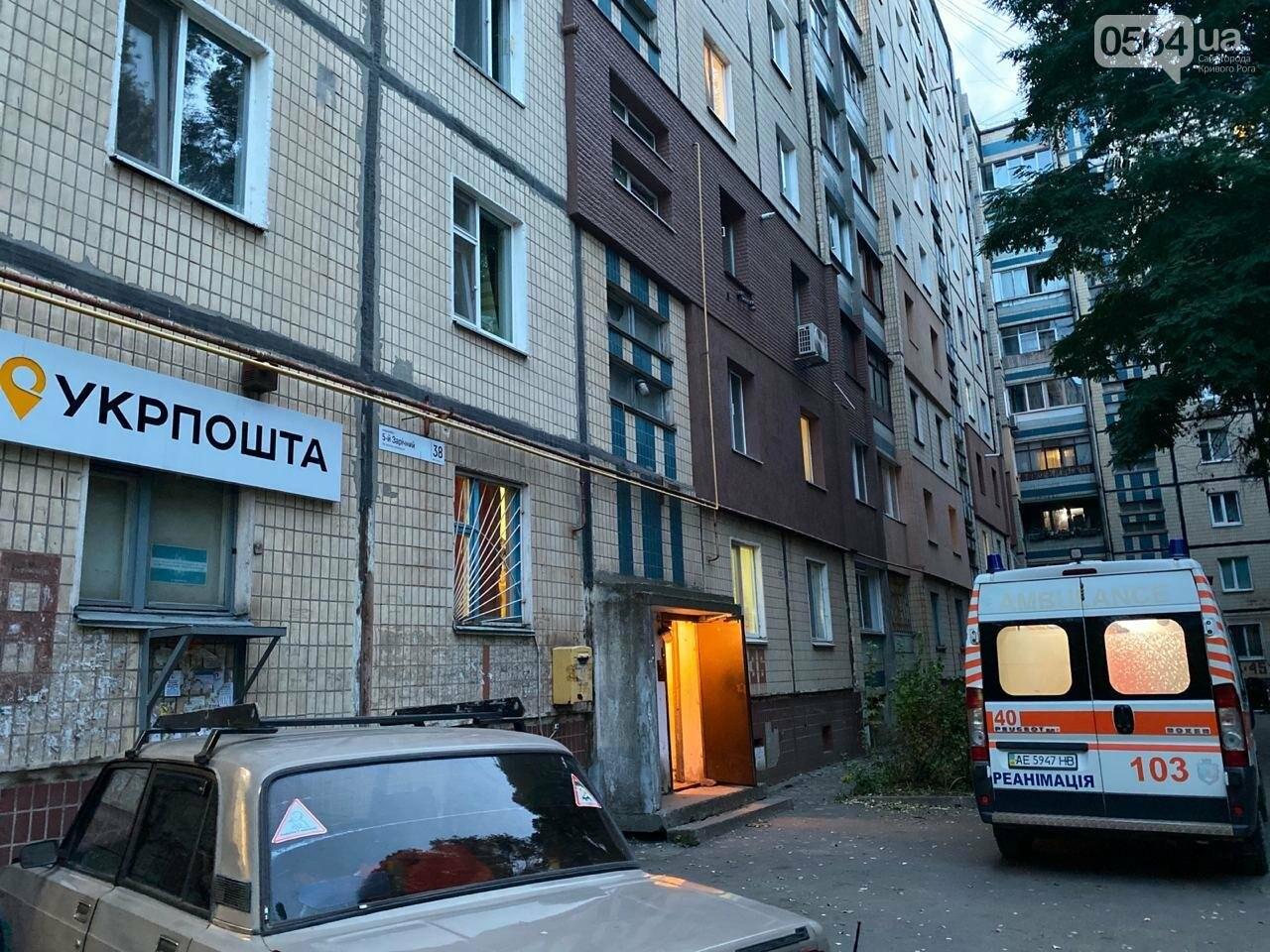 В Кривом Роге погиб мужчина, упавший с 5 этажа жилого дома, - ФОТО 18+, фото-7