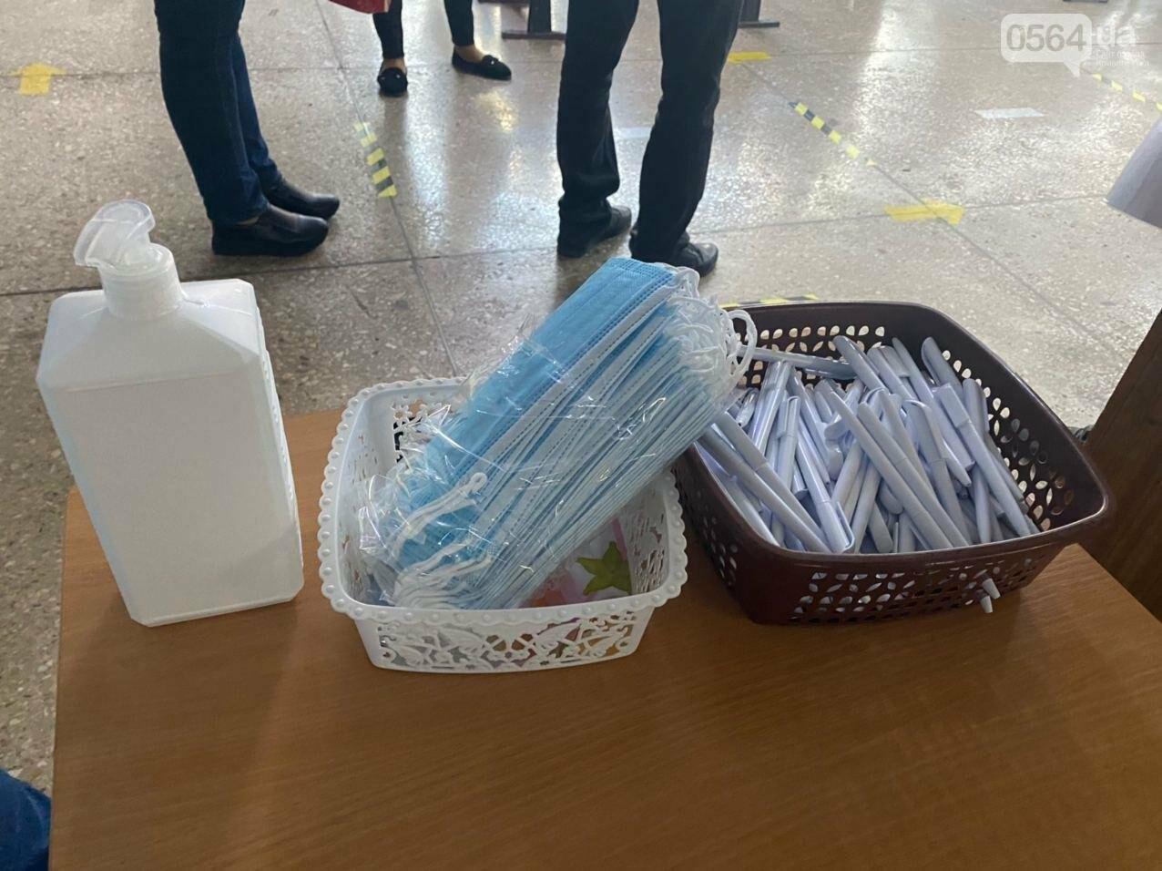 Как криворожане голосуют с учетом карантинных ограничений, - ФОТО, фото-7
