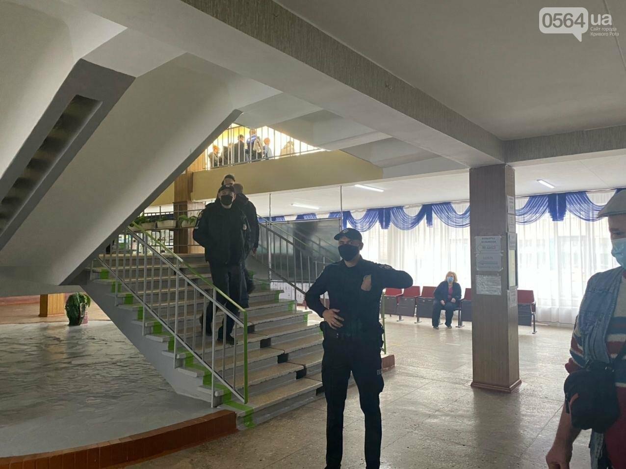 Как криворожане голосуют с учетом карантинных ограничений, - ФОТО, фото-8