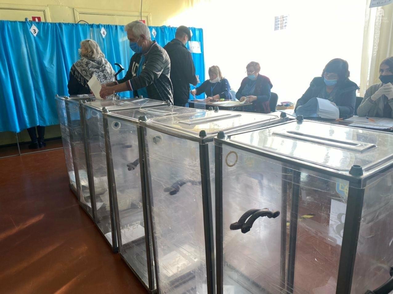 В Кривом Роге избиратель хотел проголосовать раньше времени, - ФОТО, ВИДЕО , фото-10