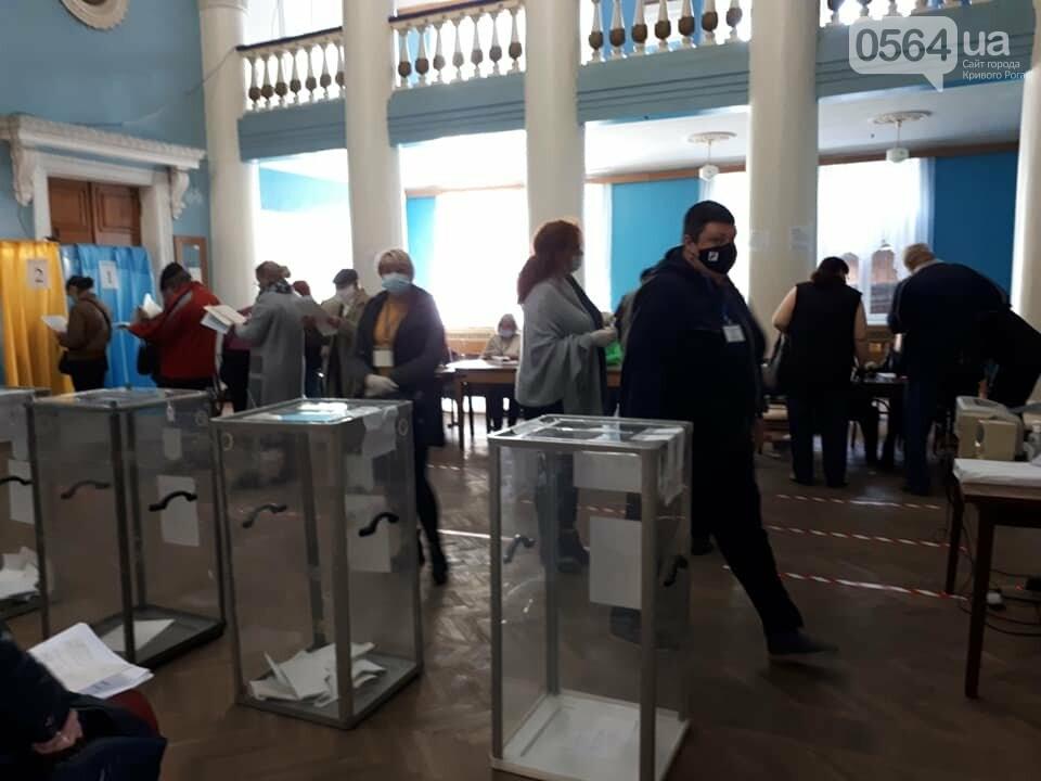Криворожанка потеряла сознание в очереди на голосование, фото-3