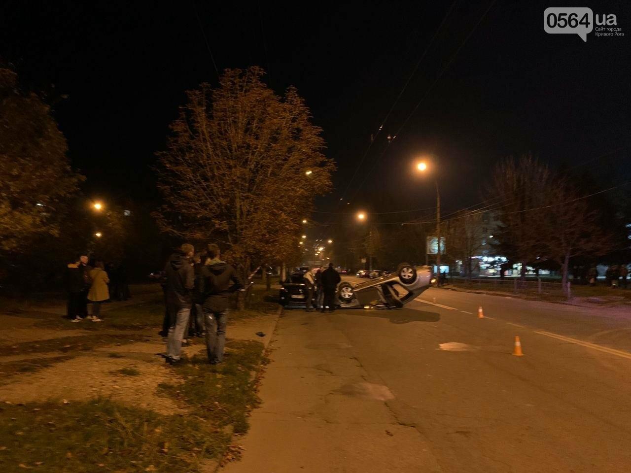 """В Кривом Роге """"Skoda"""" влетела в припаркованный автомобиль """"Peugeot"""" и перевернулась на крышу, - ФОТО, ИСПРАВЛЕНО, фото-1"""