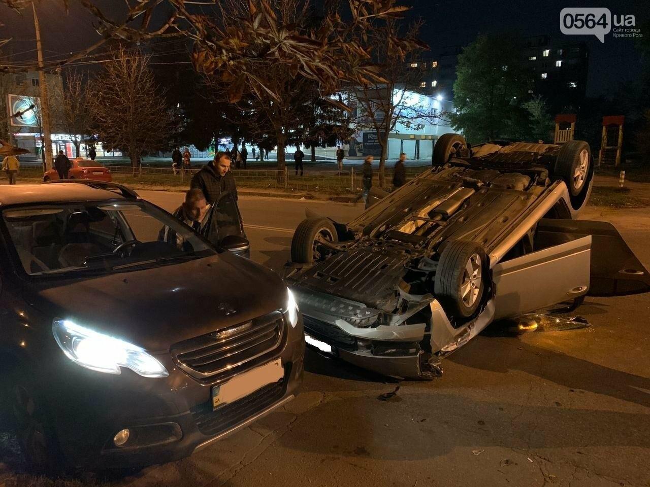 """В Кривом Роге """"Skoda"""" влетела в припаркованный автомобиль """"Peugeot"""" и перевернулась на крышу, - ФОТО, ИСПРАВЛЕНО, фото-9"""