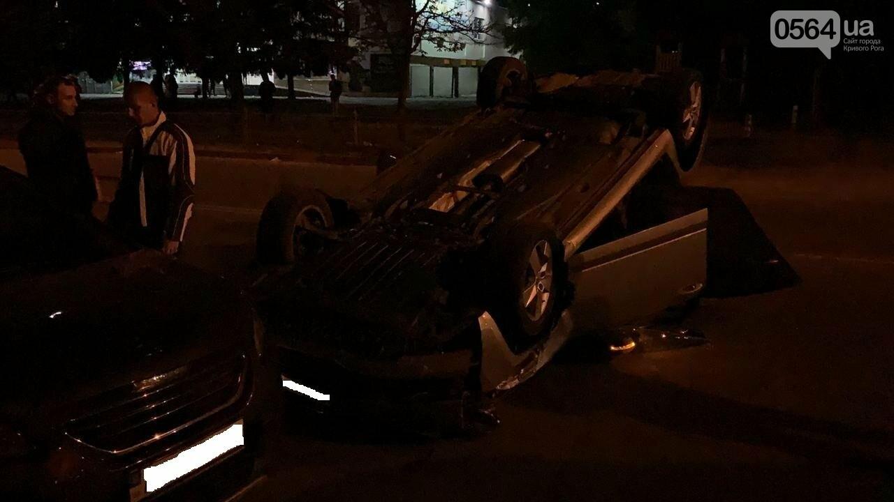 """В Кривом Роге """"Skoda"""" влетела в припаркованный автомобиль """"Peugeot"""" и перевернулась на крышу, - ФОТО, ИСПРАВЛЕНО, фото-8"""