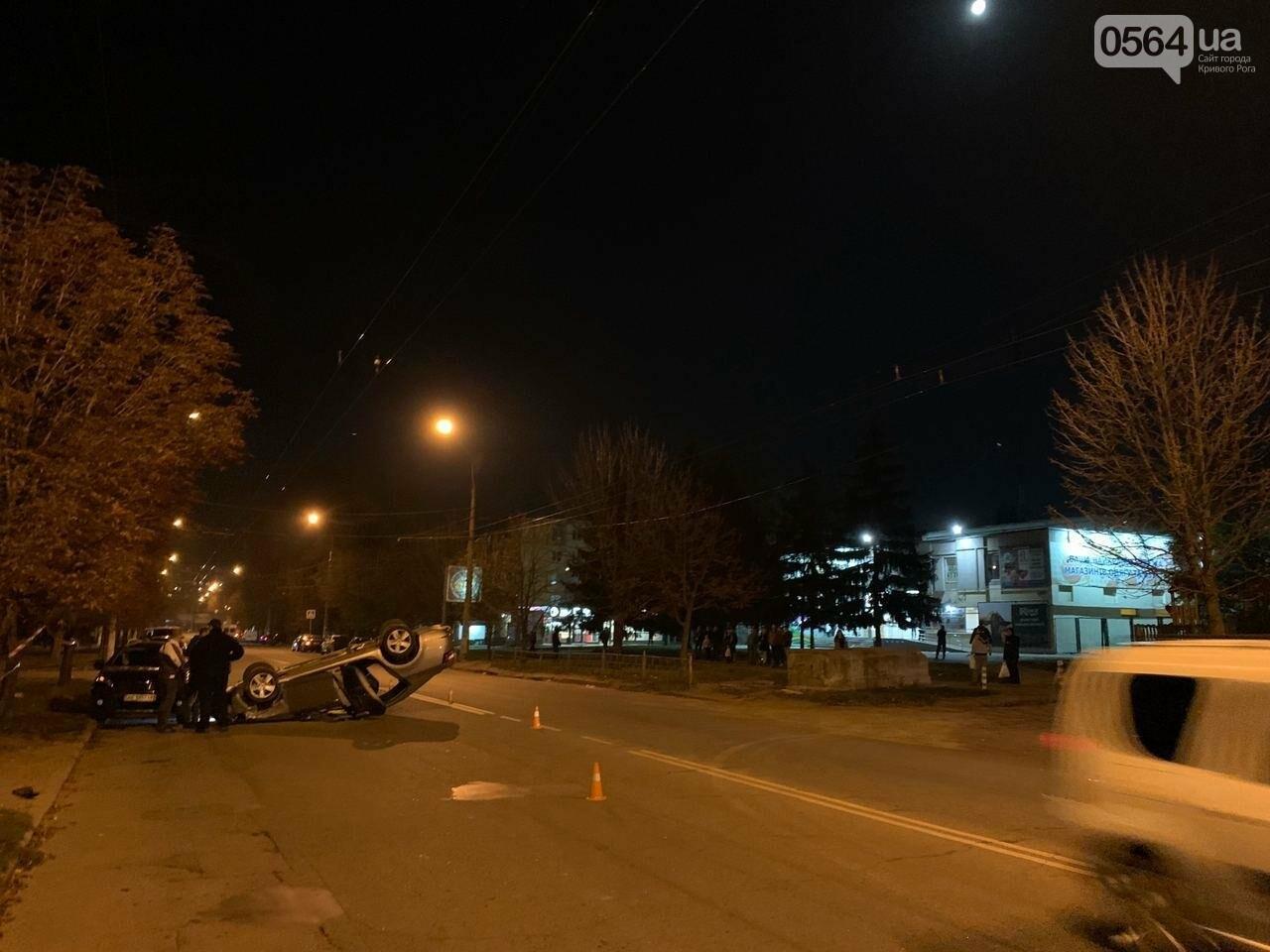 """В Кривом Роге """"Skoda"""" влетела в припаркованный автомобиль """"Peugeot"""" и перевернулась на крышу, - ФОТО, ИСПРАВЛЕНО, фото-2"""