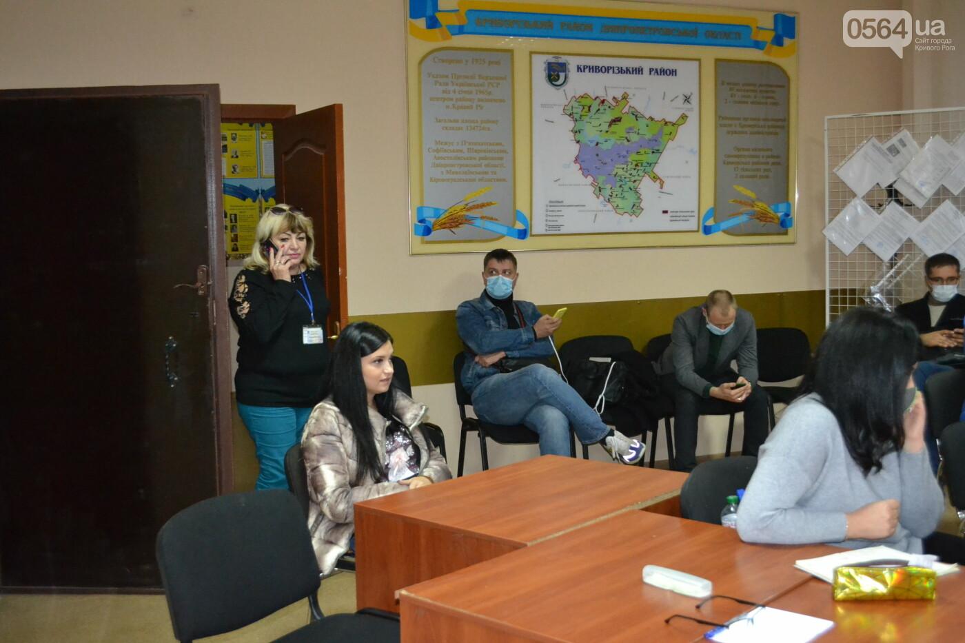 Криворожская РИК продолжает принимать протоколы об итогах голосования на выборах в райсовет, - ФОТО, фото-3