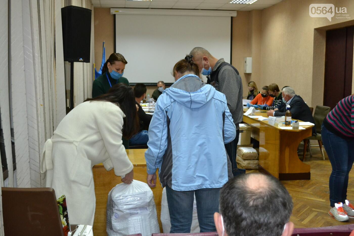 Криворожская ГИК приняла более 72% протоколов по выборам депутатов облсовета, - ФОТО, фото-12
