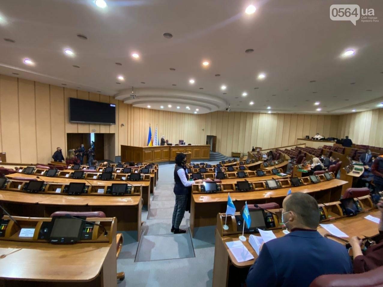 На созванную мэром Кривого Рога сессию не пришли его депутаты, - ФОТО, ВИДЕО, фото-2