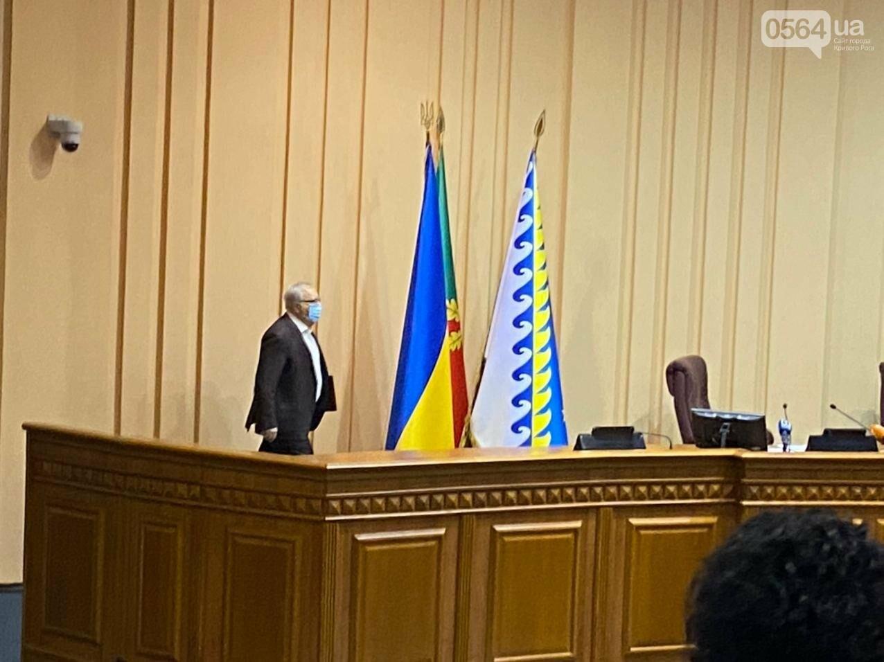 На созванную мэром Кривого Рога сессию не пришли его депутаты, - ФОТО, ВИДЕО, фото-9