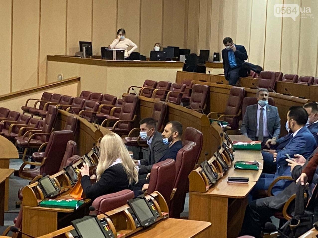 На созванную мэром Кривого Рога сессию не пришли его депутаты, - ФОТО, ВИДЕО, фото-3