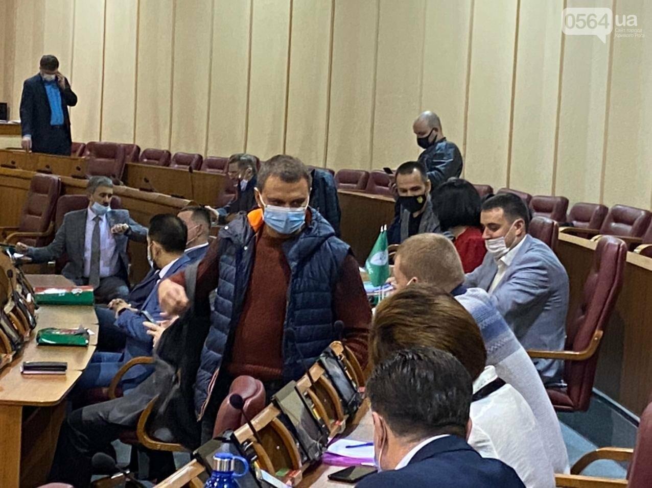 На созванную мэром Кривого Рога сессию не пришли его депутаты, - ФОТО, ВИДЕО, фото-4