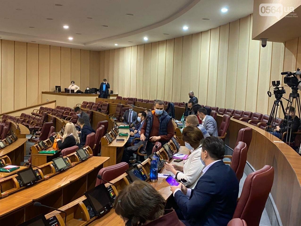 На созванную мэром Кривого Рога сессию не пришли его депутаты, - ФОТО, ВИДЕО, фото-5