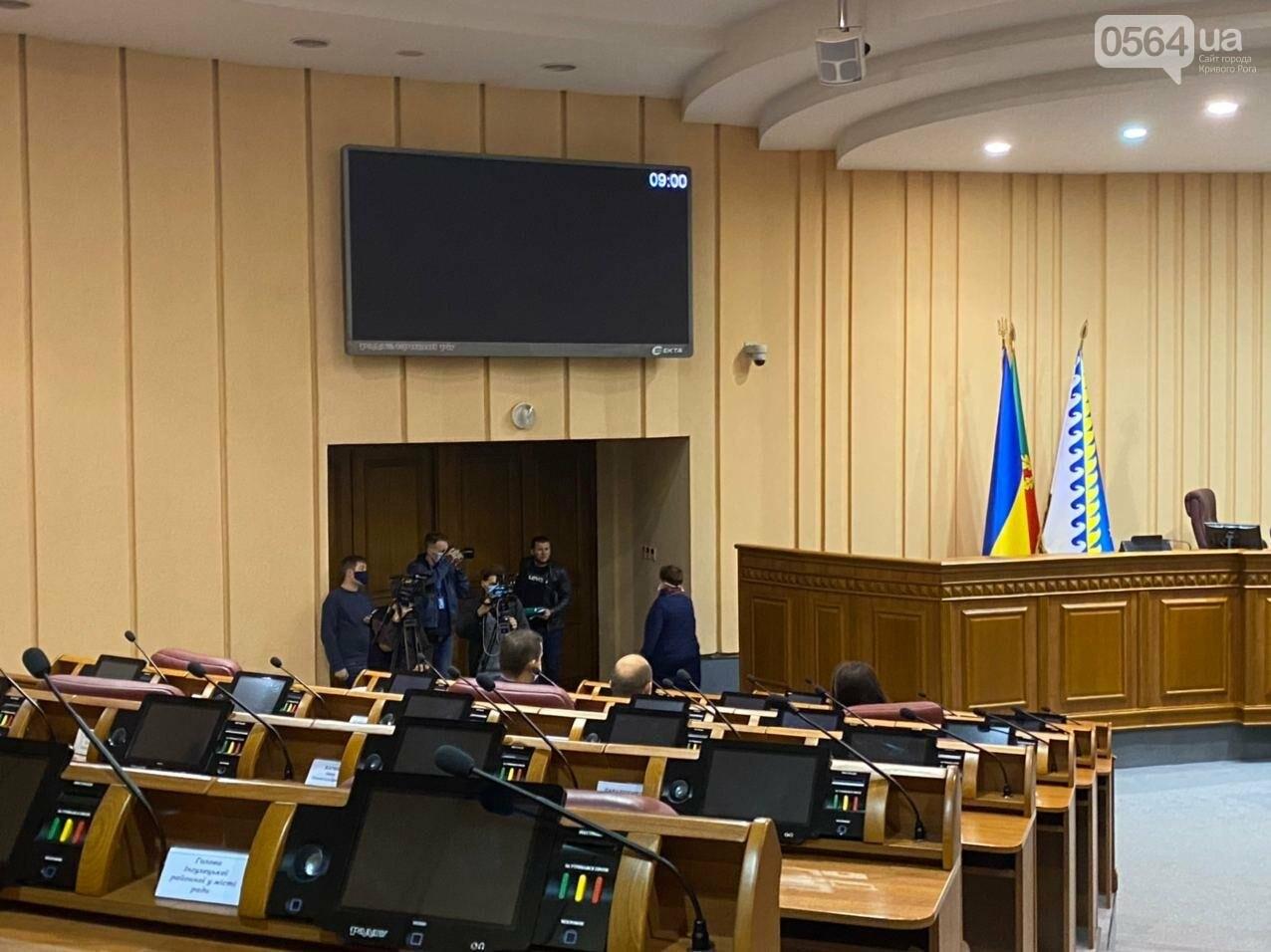 На созванную мэром Кривого Рога сессию не пришли его депутаты, - ФОТО, ВИДЕО, фото-7