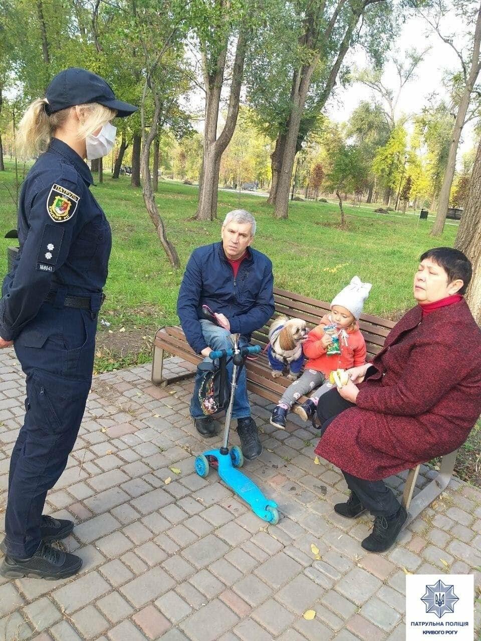Патрульные беседами пытаются добиться от криворожан выполнение карантинных требований, - ФОТО, фото-5