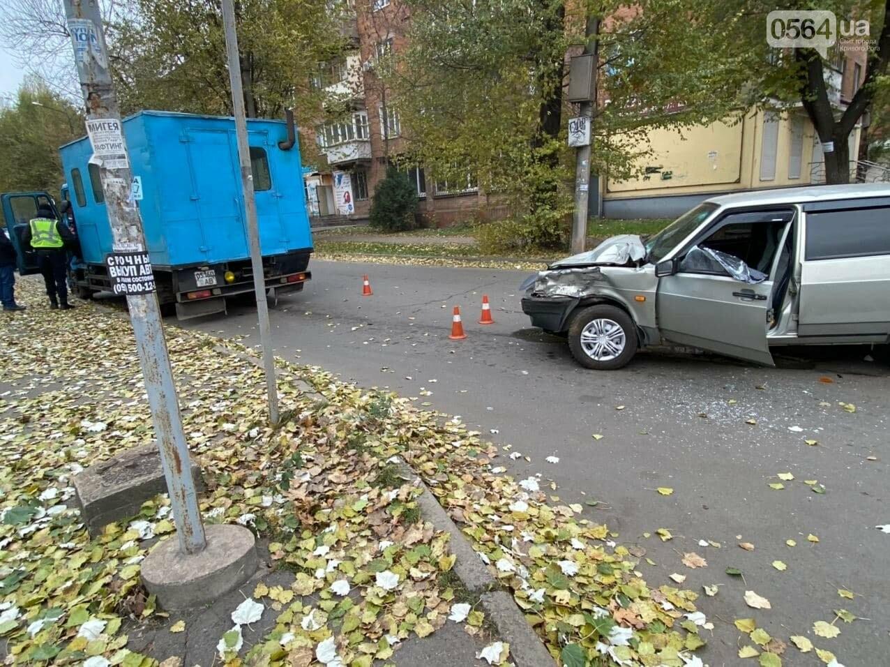 На центральном проспекте Кривого Рога столкнулись грузовик и ВАЗ, - ФОТО, ВИДЕО, фото-5