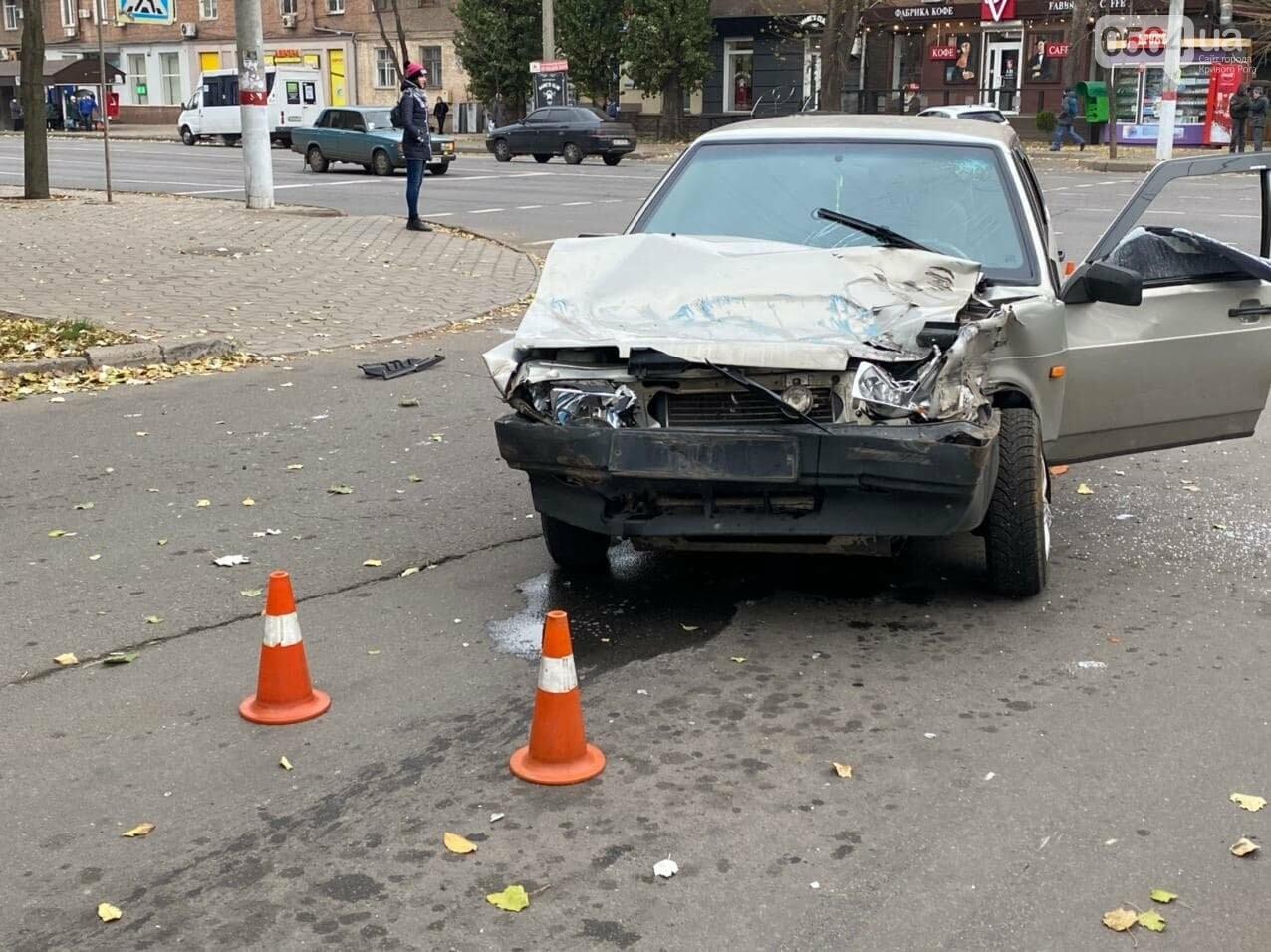 На центральном проспекте Кривого Рога столкнулись грузовик и ВАЗ, - ФОТО, ВИДЕО, фото-10